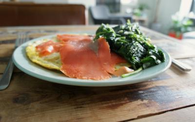 Omelet met zalm en spinazie