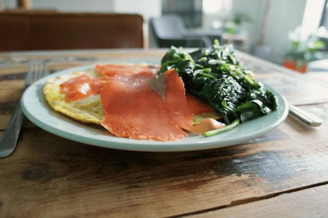 omelet zalm spinazie recept