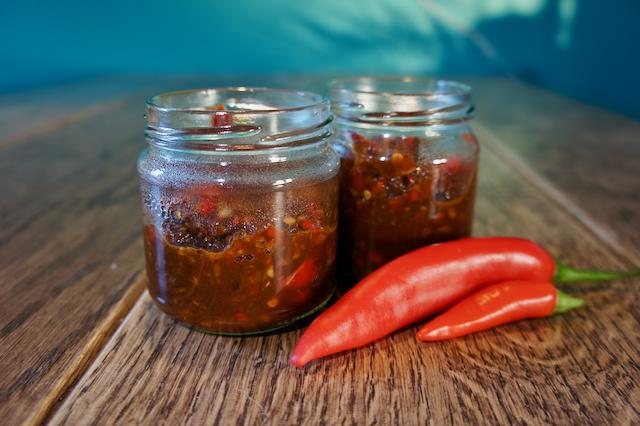 zelfgemaakte sambal groen op je bord
